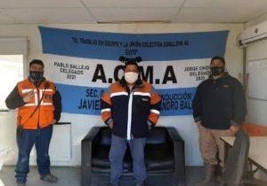 Fabián Águila en Cerro Moro junto a trabajadores