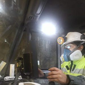 Cristina Soto bajo mina